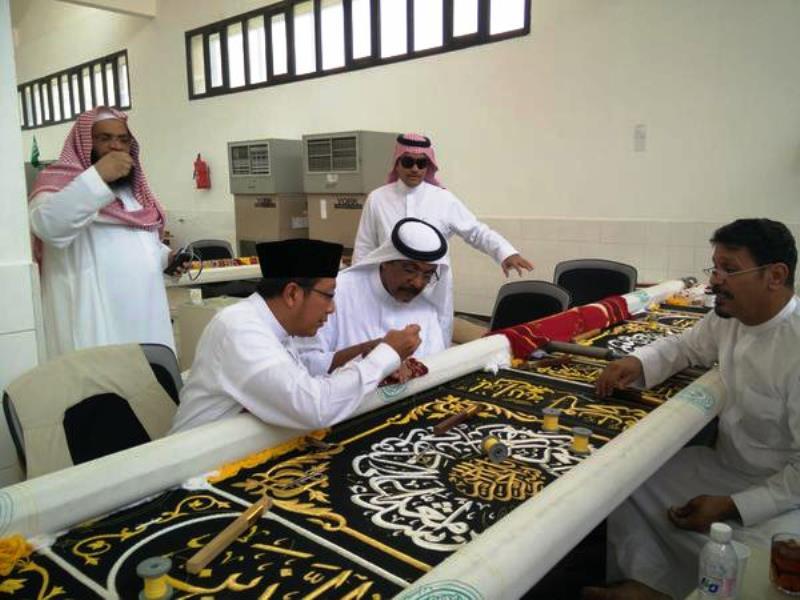 Menag Peroleh Kehormatan Sulam Kiswah