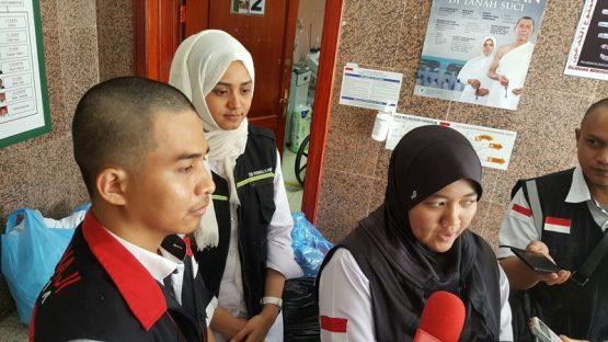 Pengalaman 2 Gadis Belia Menjadi Pendamping Jemaah Uzur Di Mekkah